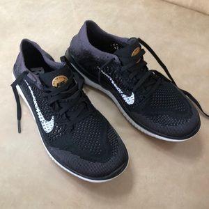 NWT Nike Women's Flyknit Sneakers (6.5, Black)